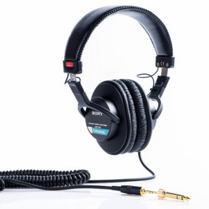 Sony MDR7506 Professional guitar amplifier headphones for high quality sound reproduction